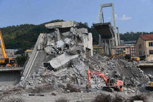 Die Morandi-Autobahnbrücke war auf einer Länge von 100 Metern eingestürzt. AP