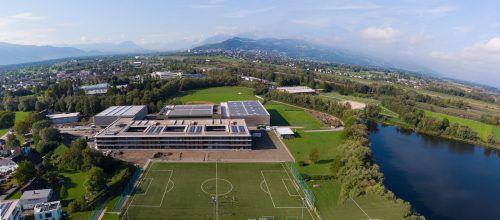 Die neue Schule am See bietet Raum für 670 Schüler. Gemeinde