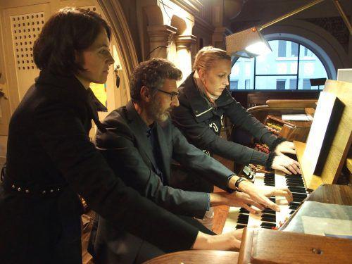 Die Orgel besitzt 72 Register auf drei Manualen. Bei anspruchsvollen Werken benötigt Organist Rudolf Berchtel die Hilfe von Registranten. JU