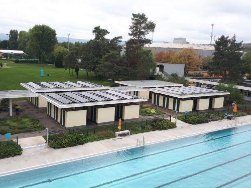 Die Solar-Hybridanlage im Gartenbad St. Jakob im Basel. Solator