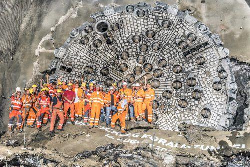 Die Tunnelbau-Spezialisten von Jäger Bau hatten nach dem Durchschlag im Koralmtunnel Grund zum Feiern. JB/ÖBB