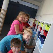 Volksschule Düns mit neuen Möbeln