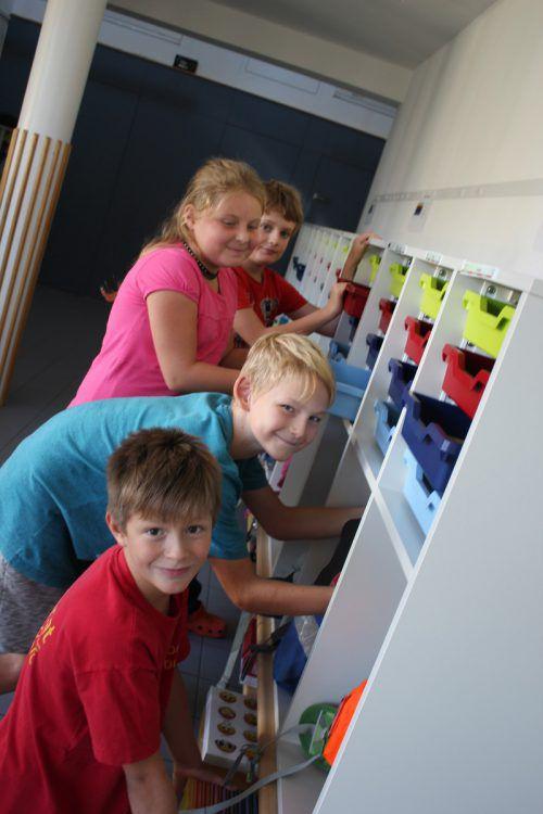 Die Volksschüler freuen sich über die neue Ausstattung.vn/jlo