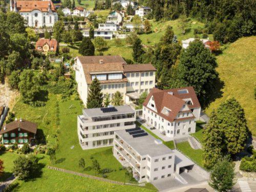 Drei Wohngebäude mit insgesamt 23 Einheiten sind auf dem Gelände des ehemaligen Kurhauses Adler in Koblach geplant. Rendering HS Projektwohnbau