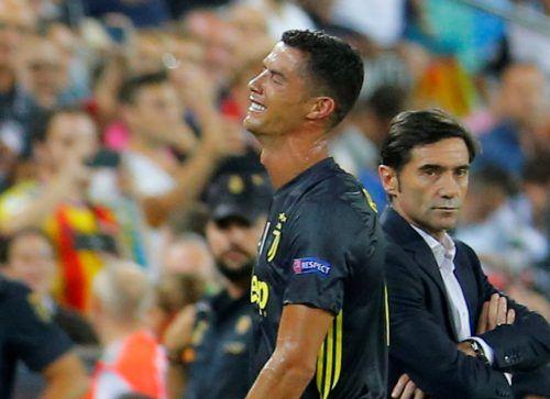 Ein verzweifelter Cristiano Ronaldo nach dem Platzverweis.Reuters