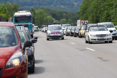 Einsatzfahrzeuge der Polizei und Rettung benötigen ungehinderte Zufahrt. vn