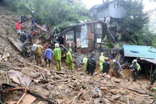 Erdrutsche verschütteten ganze Häuser auf den Philippinen, viele Menschen kamen dabei ums Leben. reuters