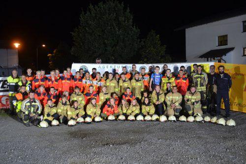 Es ist geschafft: Gemeinsam löschten die Feuerwehrjugenden Nenzing, Gurtis und Schlins den Brand eines Holzstadels. EM