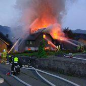 Ein Haus in Flammen