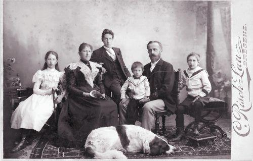 Familie Wacker um 1898 (v.l.): Maria, Marianne, Franz, Rudolf, Romedius, Romedius jun.