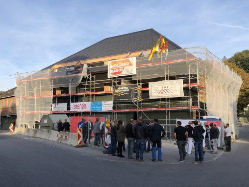 Firstfeier in Großdorf. Architekt Bernardo Bader hat den Drei König neu gestaltet, Fertigstellung ist im März 2019. AF