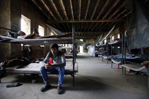Flüchtlinge sitzen in der nordbosnischen Stadt Bihac fest. Die Grenze zum EU-Land Kroatien ist nur wenige Kilometer entfernt. Bosnien lehnt Rückkehrzentren ab. ap