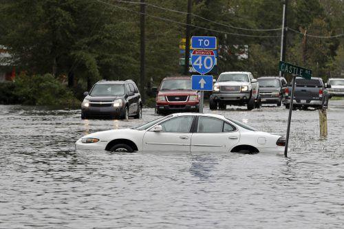Ganze Ortschaften sind in North und South Carolina vom Wasser eingeschlossen. AP