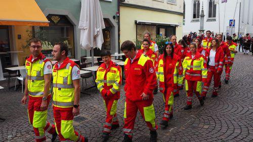 Gerade im Rettungswesen spielt der ehrenamtliche Einsatz eine wichtige Rolle, der Samariterbund nahm mit einer Abordnung am Vereinsumzug teil. egle
