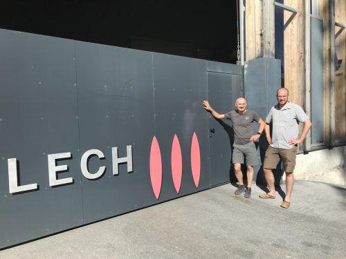 Geschäftsführer Franz Josef Schmutzer (l.) und David Eggler, Geschäftsführer von Zürs.net., leiten die Geschicke im Heizwerk am Arlberg. Gemeinde