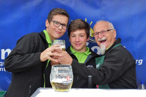 Gola-Droli-Mitbegründer Erich mit den jüngeren Mitgliedern Lucas und Bernhard.Verein