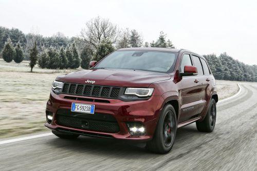 """""""Grand"""" kann der Jeep Grand Cherokee je nach Modellversion sowohl im fordernden Gelände als auch auf der Rennstrecke sein."""