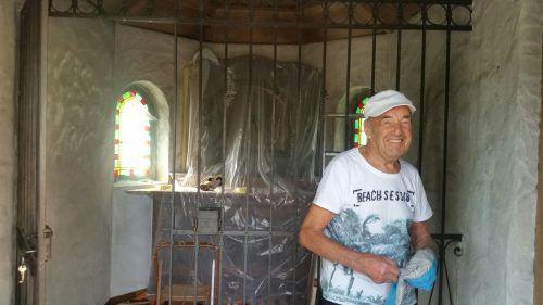 Hans Hechenberger hat mit 92 Jahren eigenhändig die Renovierung einer kleinen Kapelle in Fellengatter übernommen. Gruse