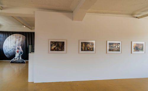 """In der Ausstellung """"Von Mäusen und Menschen"""" im Magazin 4 sind Bilder aus den drei Büchern """"Lindbergh"""" (2014), """"Armstrong"""" (2016) und """"Edison"""" (2018) des Illustrators Torben Kuhlmann zu sehen. STIPLOVSEK"""