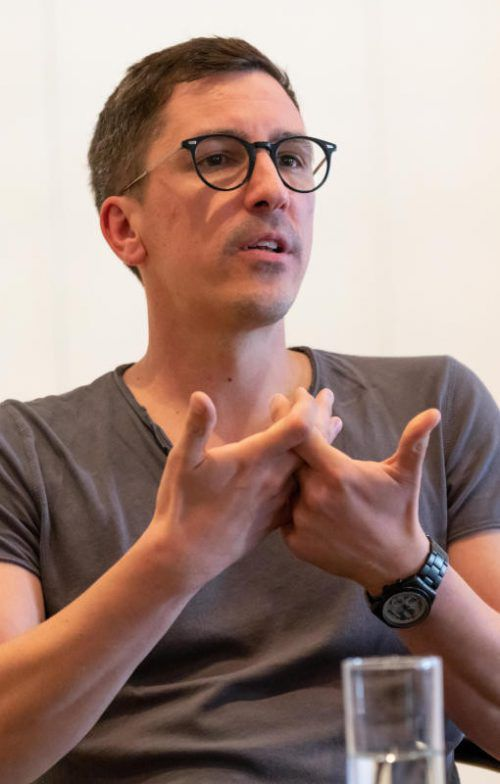 Ingo Berk führt Regie und hat die Bühnenfassung erstellt. Stiplovsek