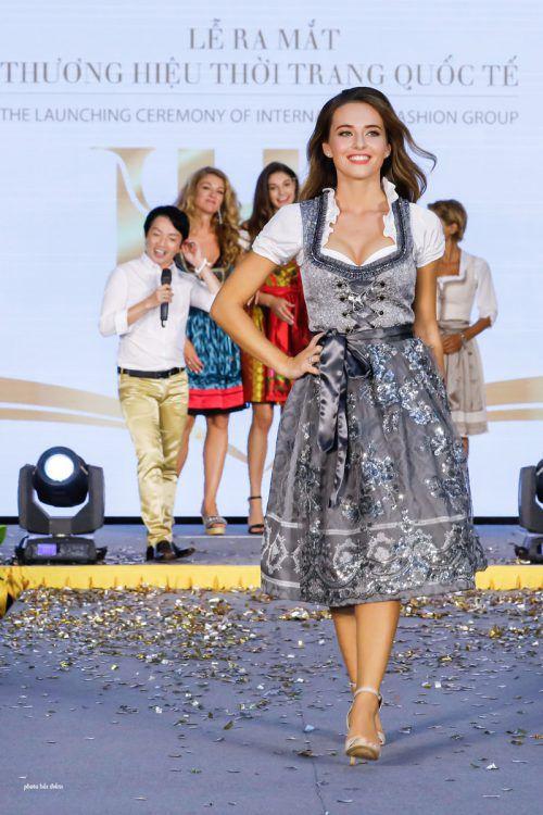 Izabela machte bei der Modenschau in Vietnam eine gute Figur.