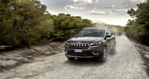 Jeep Cherokee, erneuert: Die Front-Optik wurde an die Familien-Designsprache angenähert.werk