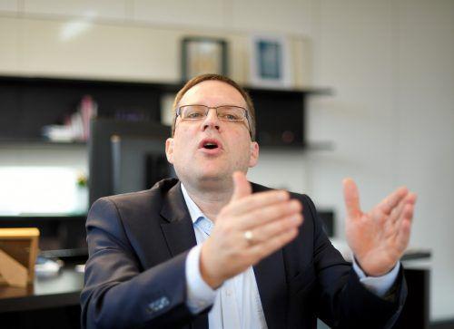 Karenz soll wie Arbeitszeit bewertet werden, sagt Wöginger. APA