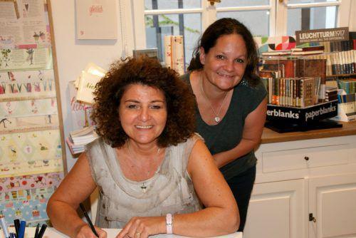 Karin und Petra freuen sich bei Fräulein Amann auf Kunden und Gäste.