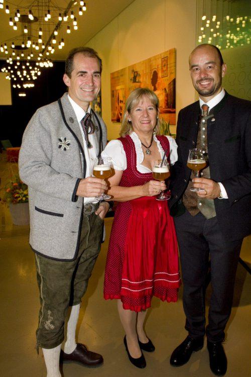 Karl (l.) und Brigitte Huber mit Günter Brunner.