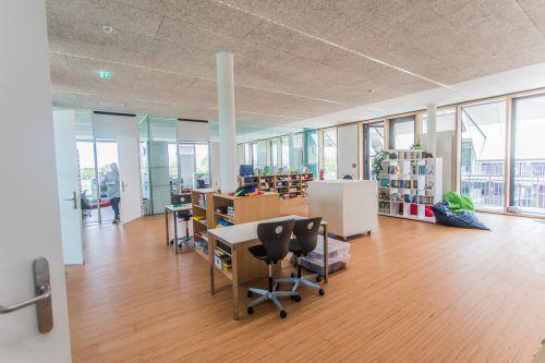 KLASSENDie Lernlandschaft besteht aus dem eigentlichen Klassenzimmer und Räumen für bestimmte Fächer.