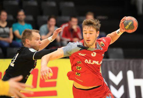 Konrad Wurst erzielte fünf Treffer und prägte so wie Youngster Niklas Schiller das Spiel der Harder beim Auftritt in Graz.GEPA