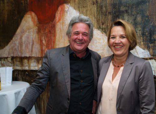 Künstler Paul Renner mit Bürgermeisterin Andrea Kaufman.