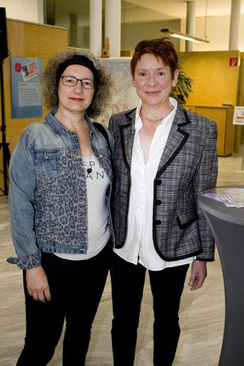 Kulturstadträtin Ingrid Scharf (l.) und Laudatorin Julia Penninger.