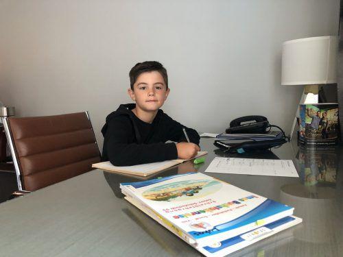 Lukas Hämmerle (7) lernt von den USA aus für die Schule. VN/GMS
