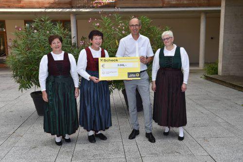 Mehr als 3000 Euro konnte der Nofler Dreigesang an KPV-Obmann Gopp übergeben.