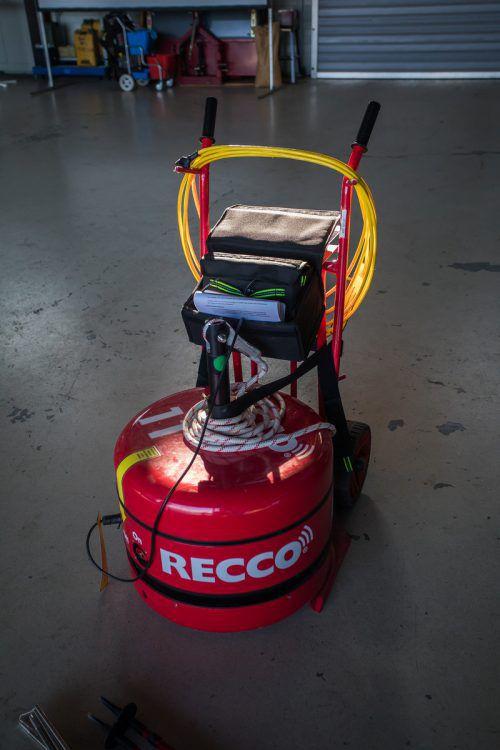 Mit dem Recco-Gerät wird im Ernstfall nach Verschütteten gesucht.
