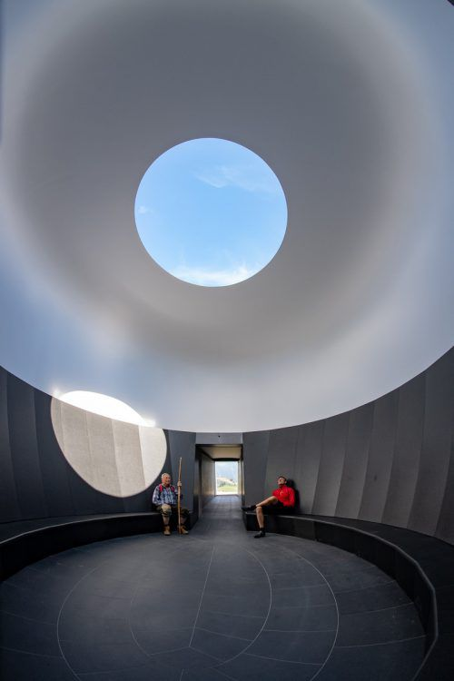 Mit dem Skyspace wurde am Sonntagabend in Oberlech ein Projekt des international renommierten Lichtkünstlers James Turrell offiziell eröffnet. Das Projekt ist ab heute für alle zugänglich. Lerch