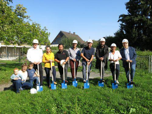 Mit dem Spatenstich wurde der Bau von Lustenaus elftem Kindergarten gestartet. Es wird der größte der Gemeinde. Gemeinde
