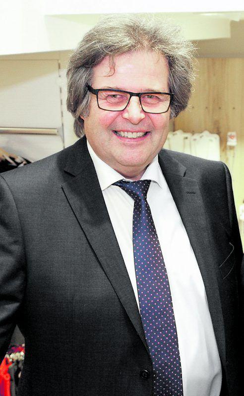 Modehändler Fritz Schenk genießt seit zwei Jahren seine Pension.SIE