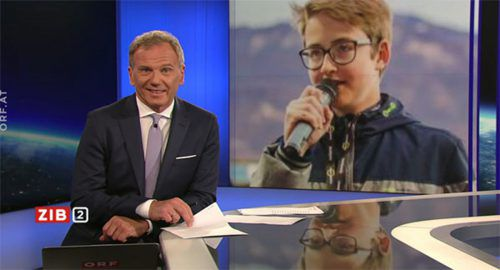 Moderator Armin Wolf gratuliert Maximilian Werner in der ZIB-2-Sendung. ORF