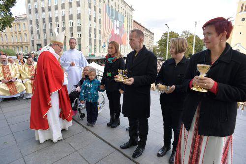 Papst Franziskus, gerade in Estland auf Besuch, hat die Missbrauchsskandale dafür mitverantwortlich gemacht, dass sich viele junge Leute von der katholischen Kirche abwenden. AFP