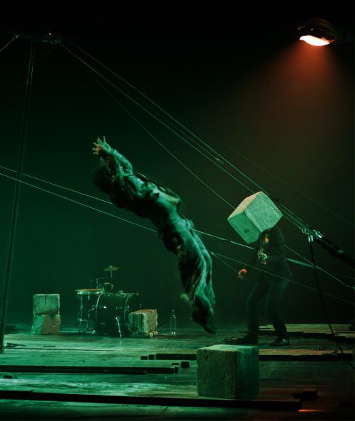 """""""Parasites"""" mit Moïse Bernier, Thomas Garnier und Nicolas Lopez ist eine Mischung aus Zirkus, Konzert und Theater.S. ARMENGOL"""