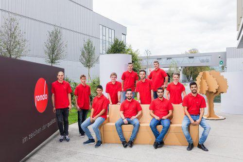 Rondo Elf Jugendliche haben ihre Lehre begonnen. Gesamt werden 32 Lehrlinge in den Berufen Verpackungstechnik, Papiertechnik, Elektrotechnik, Metalltechnik, IT-Informatik, Betriebslogistik und Industriekaufmann ausgebildet. weissengruber
