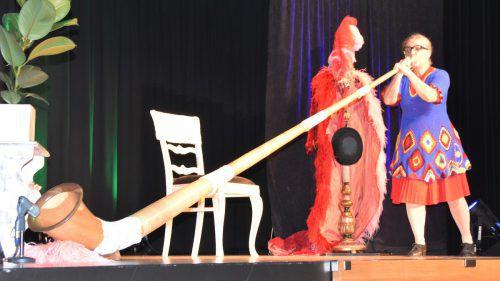 Rosemarie Warth gab am Sonntag auf der Bühne in der Koblacher Dorfmitte zum Gaudium des Publikums alles.loacker