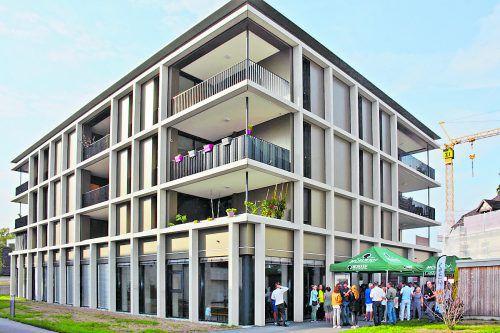 """Sechs Gebäude wurden """"Am Dorfbach"""" errichtet. Im Bild: Wohn- und Geschäftshaus."""