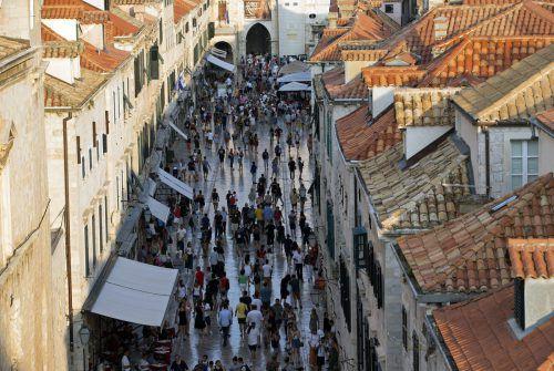 Seit Jahresbeginn haben laut der Tourismuszentrale mehr als 800.000 Urlauber Dubrovnik besucht. Im Vergleich zum Vorjahreszeitraum ist das ein Anstieg um sechs Prozent. AP