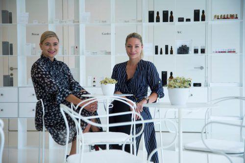 Susanne Kaufmann und die neue Hoteldirektorin Stephanie Rist freuen sich auf das, was kommt. VN/Paulitsch