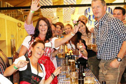 Tolle Stimmung gehört beim Oktoberfest in Gaißau mit dazu. ajk
