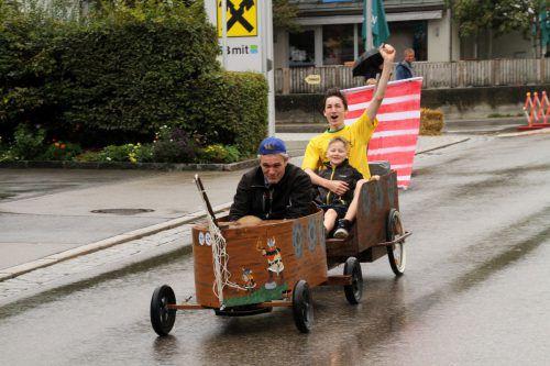Traditionell findet zum Ferienende das Seifenkistenrennen statt. chf