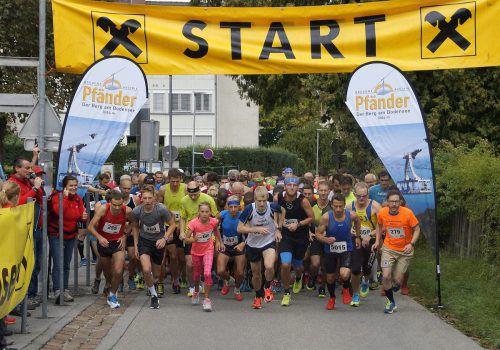 Über 130 Läuferinnen und Läufer gingen an den Start des 24. Internationalen Raiffeisen Pfänderlaufs.M. Obexer